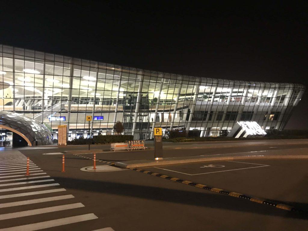 ターミナル1のライトアップ