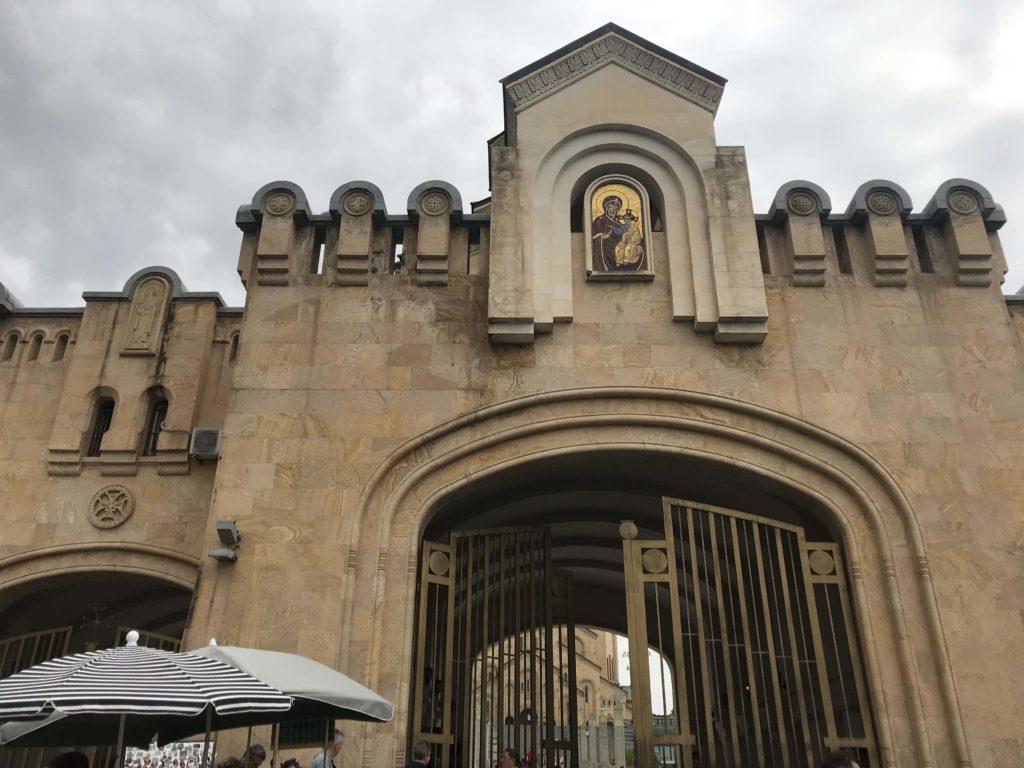 至聖三者大聖堂の入口