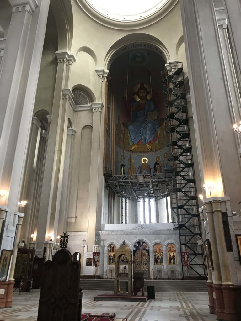 至聖三者大聖堂の内部