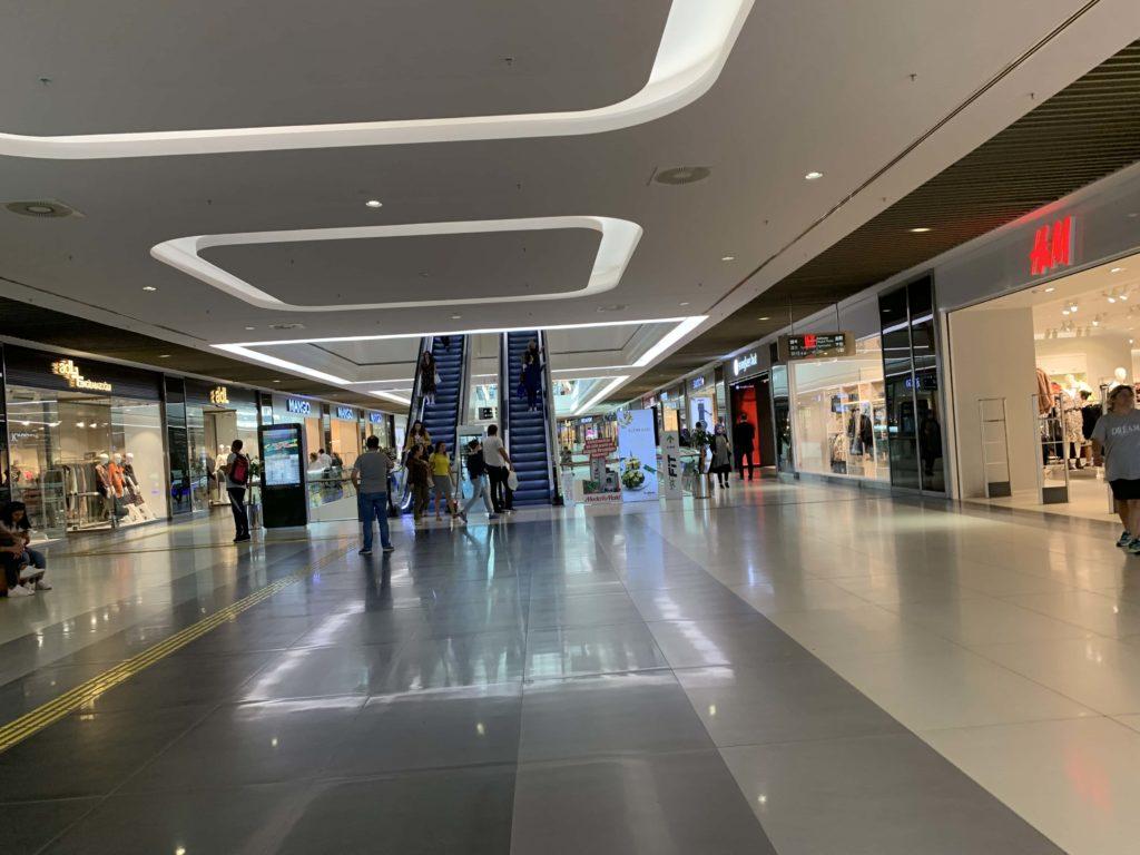 ショッピングモール内部
