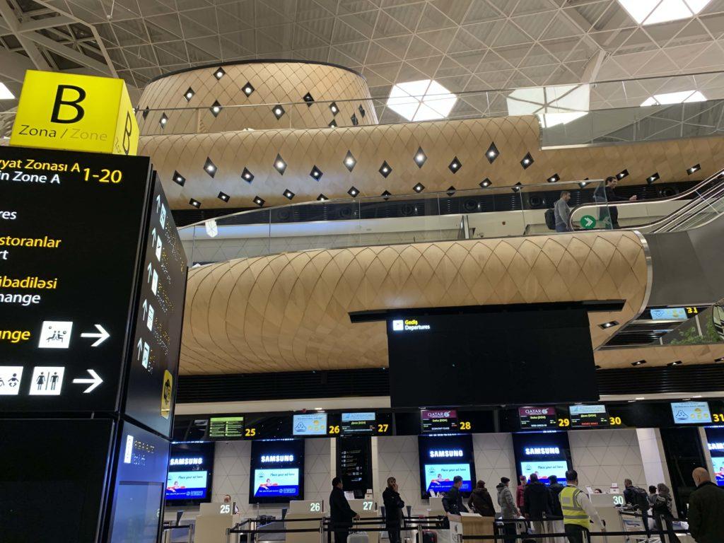 カタール航空チェックインカウンター