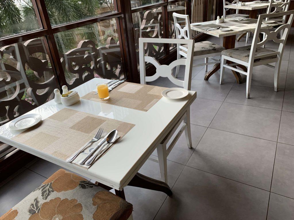 朝食のレストラン