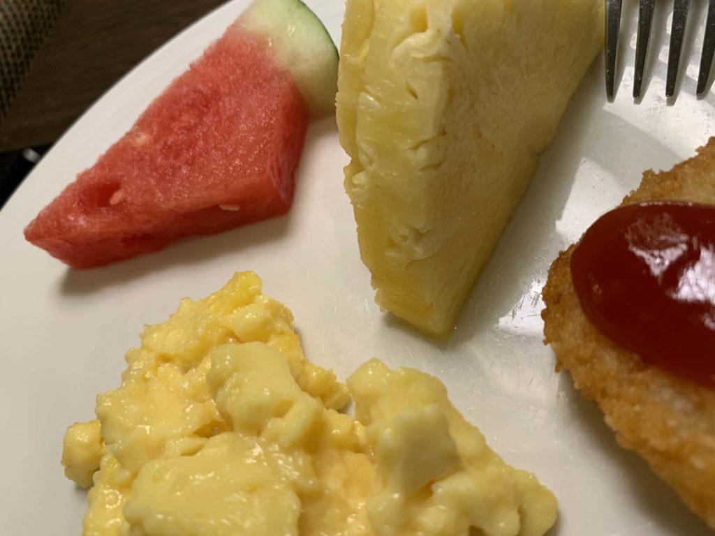 ラウンジの朝食2