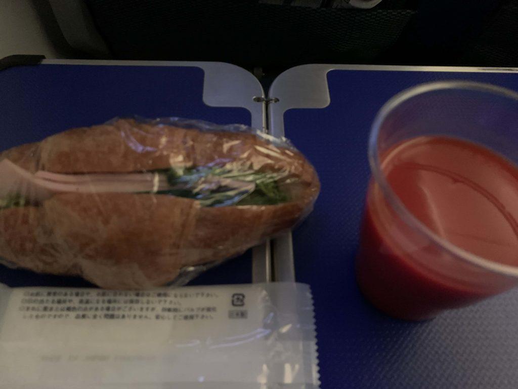 機内食のサンドイッチ