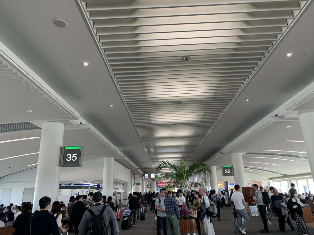 那覇空港 到着ロビー